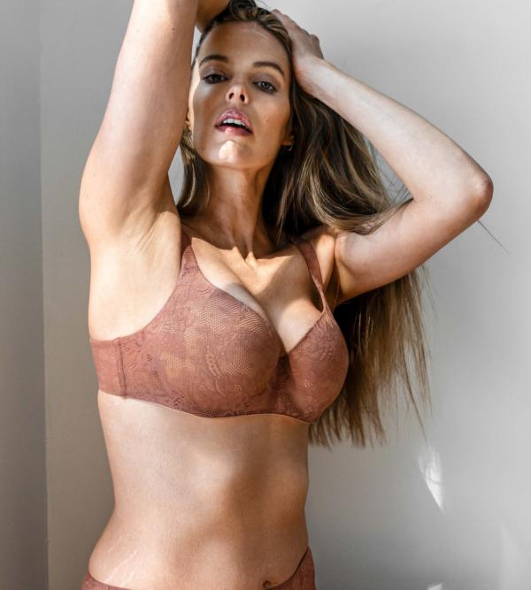Intimo-3757-russet-smooth-lace-miracle-contour-bra-body-behind
